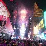 【一生に一度は行きたい】ニューヨーク年越しカウントダウンに挑戦!おむつを履いたリアルな体験談。