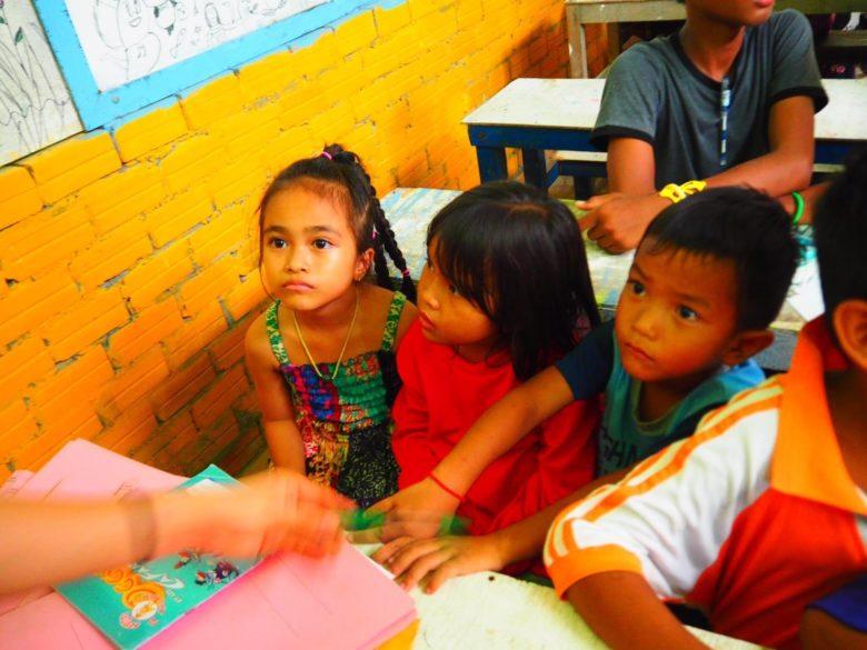 カンボジア子供